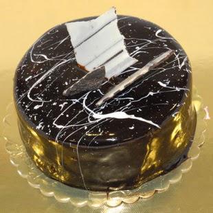 pasta gönder 4 ile 6 kisilik parça çikolatali yaspasta  Bartın internetten çiçek siparişi