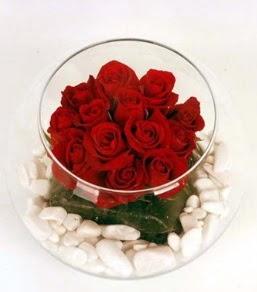 Cam fanusta 11 adet kırmızı gül  Bartın çiçek gönderme