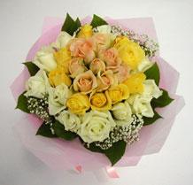 sari ve beyaz gül karisimda   Bartın çiçek , çiçekçi , çiçekçilik