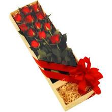 kutuda 12 adet kirmizi gül   Bartın çiçek yolla