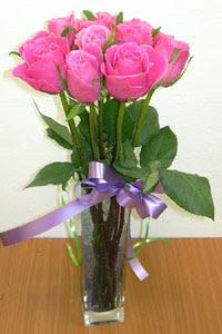 cam vazo içerisinde 11 adet gül  Bartın internetten çiçek satışı