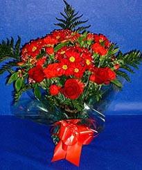 Bartın hediye çiçek yolla  3 adet kirmizi gül ve kir çiçekleri buketi