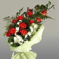 Bartın ucuz çiçek gönder  11 adet kirmizi gül buketi sade haldedir