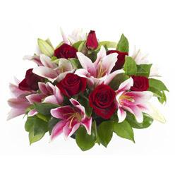 güller ve kazablnaklardan aranjman  Bartın anneler günü çiçek yolla
