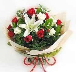güller ve kazablanklardan görsel bir buket  Bartın internetten çiçek satışı