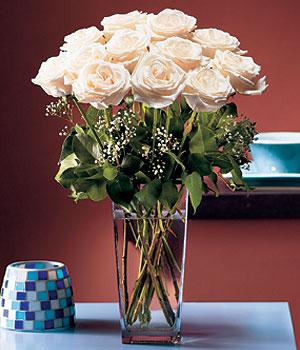 Bartın hediye sevgilime hediye çiçek  Cam yada mika vazo içerisinde 12 gül