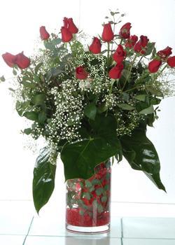 Bartın güvenli kaliteli hızlı çiçek  11 adet kirmizi gül ve cam yada mika vazo tanzim