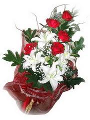 Bartın kaliteli taze ve ucuz çiçekler  5 adet kirmizi gül 1 adet kazablanka çiçegi buketi