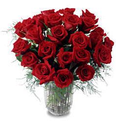 Bartın çiçek gönderme sitemiz güvenlidir  11 adet kirmizi gül cam yada mika vazo içerisinde