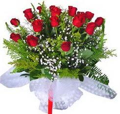 Bartın çiçek satışı  12 adet kirmizi gül buketi esssiz görsellik