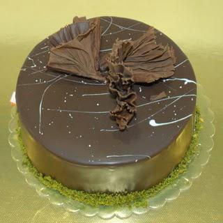 pastaci ustamizdan 4 ile 6 kisilik fistikli çikolatali yaspasta  Bartın çiçek servisi , çiçekçi adresleri