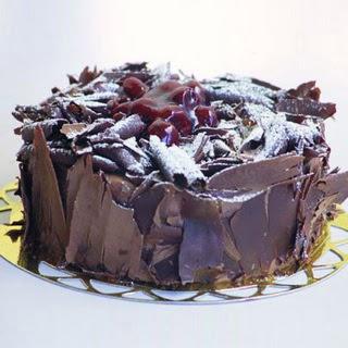 pasta yolla 4 ile 6 kisilik visneli çikolatali yas pasta  Bartın çiçek siparişi sitesi