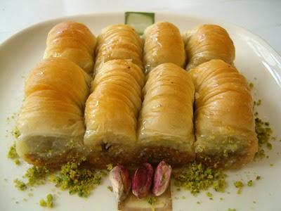 tatli gönder Essiz lezzette 1 kilo Fistikli Sari Burma  Bartın cicekciler , cicek siparisi