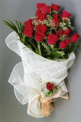 10 adet kirmizi güllerden buket çiçegi  Bartın yurtiçi ve yurtdışı çiçek siparişi