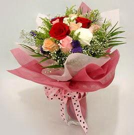 Karisik renklerde 11 adet gül buketi  Bartın çiçek gönderme