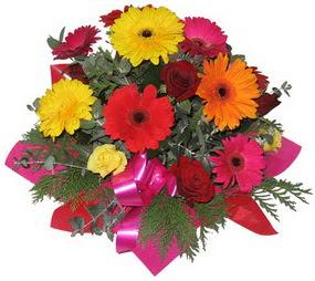 Karisik mevsim çiçeklerinden buket  Bartın hediye sevgilime hediye çiçek