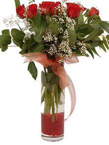 Bartın uluslararası çiçek gönderme  11 adet kirmizi gül vazo çiçegi