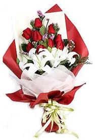 Bartın hediye çiçek yolla  9 adet gül 2 adet kazablanka buketi