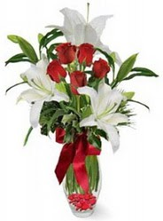 Bartın çiçek siparişi vermek  5 adet kirmizi gül ve 3 kandil kazablanka