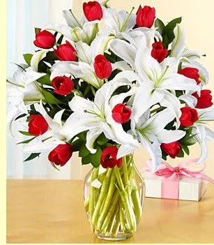 Bartın çiçek siparişi sitesi  3 kazablanka 10 kırmızı gül vazosu