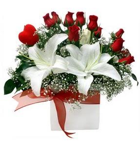 Bartın çiçekçi mağazası  1 dal kazablanka 11 adet kırmızı gül vazosu