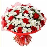 11 adet kırmızı gül ve beyaz kır çiçeği  Bartın internetten çiçek satışı
