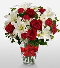 Eşsiz vazo tanzimi güller kazablankalar  Bartın online çiçek gönderme sipariş