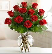 Vazo içerisinde 12 kırmızı gül  Bartın çiçek satışı
