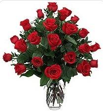 Bartın çiçek siparişi sitesi  24 adet kırmızı gülden vazo tanzimi