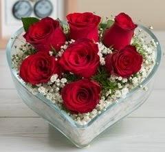 Kalp içerisinde 7 adet kırmızı gül  Bartın çiçek gönderme sitemiz güvenlidir