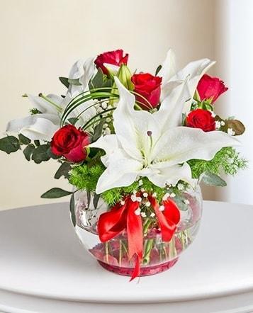 Fanus Vazoda 2 Lilyum ve 5 Gül Dansı  Bartın çiçek gönderme