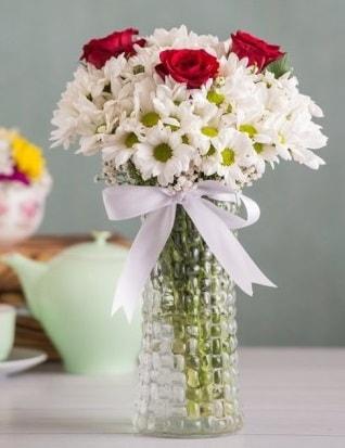 Papatya Ve Güllerin Uyumu camda  Bartın çiçek gönderme sitemiz güvenlidir
