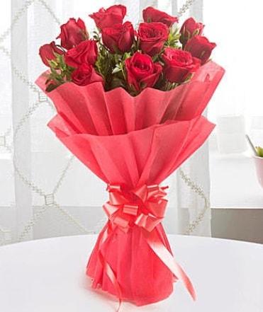 12 adet kırmızı gülden modern buket  Bartın çiçek yolla